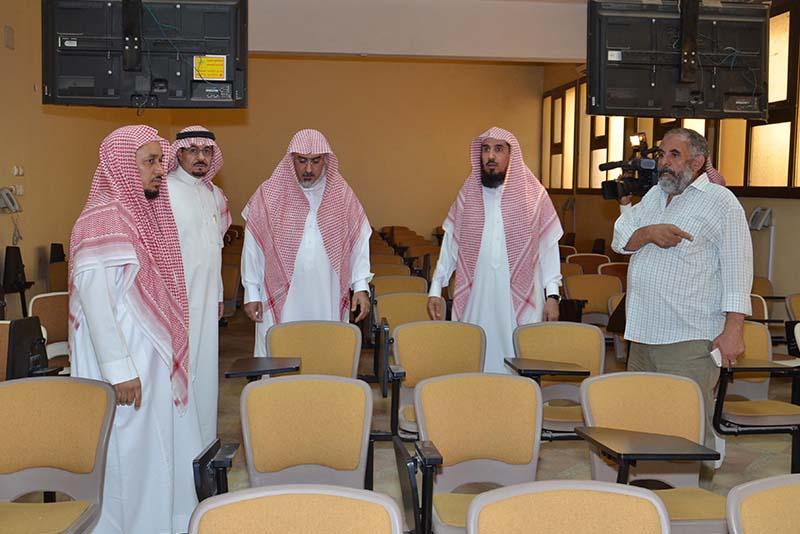 د أبا الخيل يتفقد مبنى كلية الشريعة والدراسات الإسلامية بالأحساء للطالبات