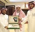 د.ابا الخيل يتسلم تقرير ملتقى طلاب المنح المتخرجين من الجامعات السعودية بدول أمريكا اللاتينية